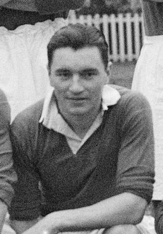 Ken Armstrong (footballer, born 1924) - Armstrong in a Chelsea team photo, November 1947