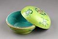 Kinesisk grön skål i porslin - Hallwylska museet - 95840.tif