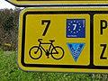 Klecánky, u přívozu, cyklistická směrovka, označení cyklotras (01).jpg