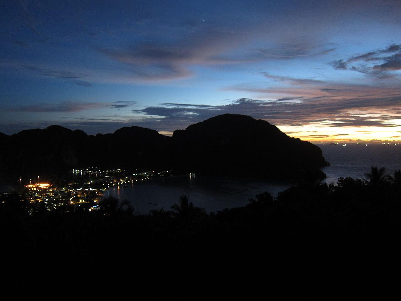 fileko phi phi after sunset preparing for the nightjpg