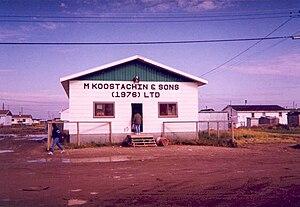 English: Koostachin Store in Attawapiskat, Ont...