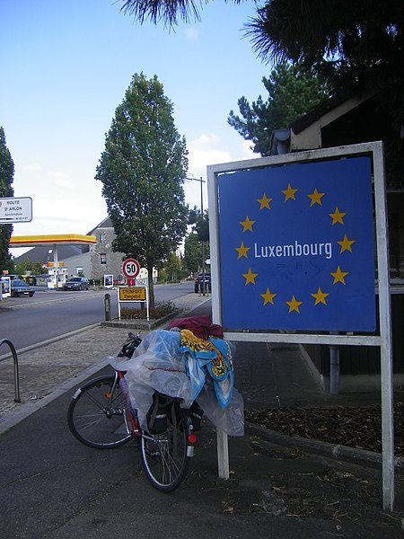 Border sign between Arlon and Steinfort (Belgium-Luxembourg).