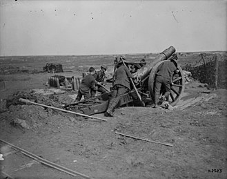 105th Siege Battery, Royal Garrison Artillery - Crew positioning a 6-inch 26 cwt howitzer.