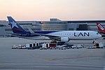 LAN Airlines Boeing 767-316-ER CC-CXC (21373362112).jpg
