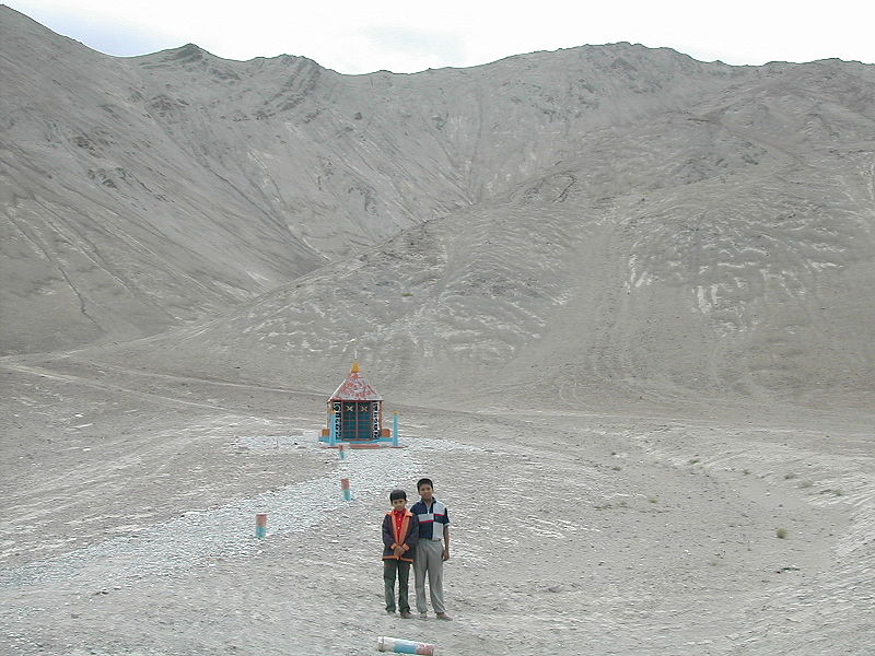 File:Ladakh - Magnetic Hill.jpg