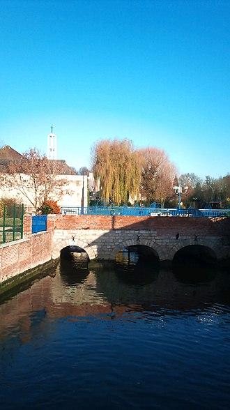 Lambres-lez-Douai - Image: Lambres lez Douai Quai Danton (14)