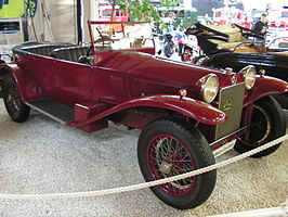 https://upload.wikimedia.org/wikipedia/commons/thumb/a/aa/Lancia-Lambda.jpg/266px-Lancia-Lambda.jpg