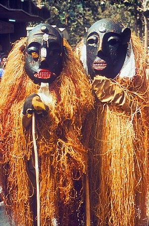English: Two Lassa Witch Doctors Français : so...