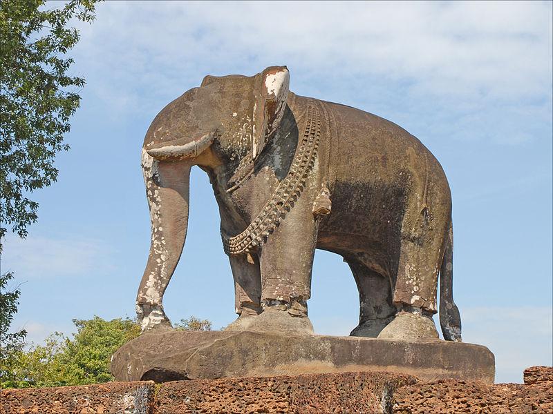 File:Le Mébon oriental (Angkor) (6807352374).jpg
