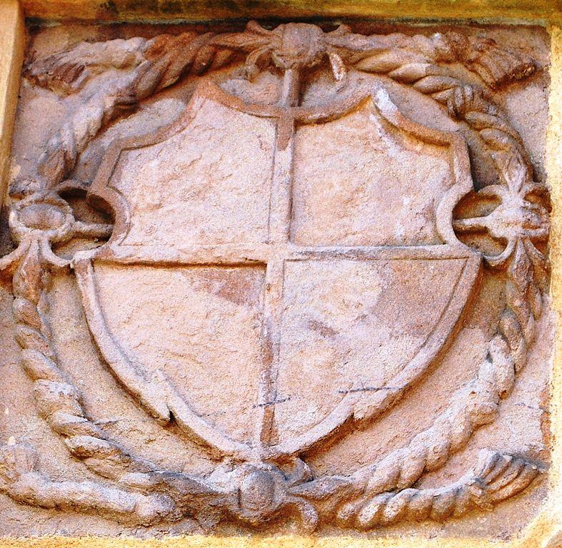 Datei Linkes Wappen Castell Friedhofsportal