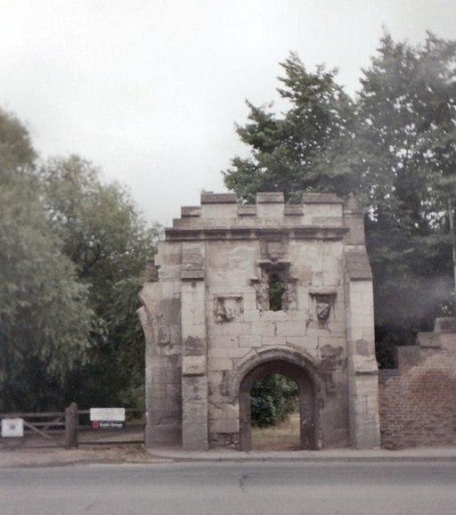 Llanthony Priory gatehouse - geograph.org.uk - 1118642