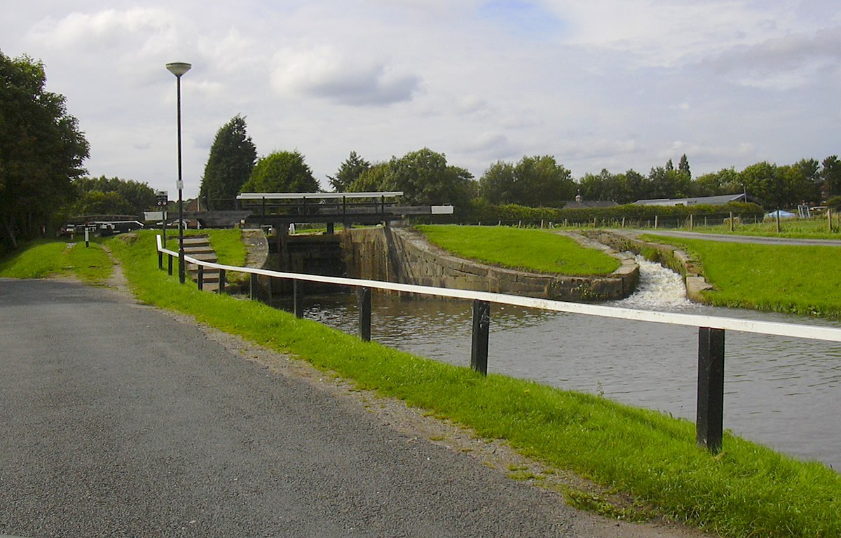 Lock on the Rufford Branch of the Leeds-Liverpool Canal, Lancashire - Geograph 2034600.jpg