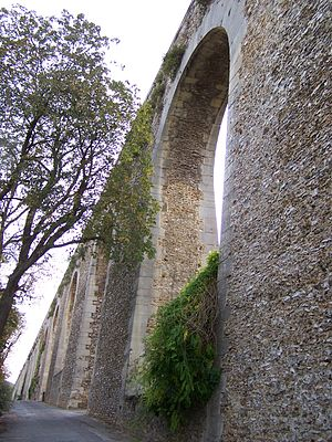 Aqueduc de Louveciennes - Image: Louveciennes Aqueduc 2