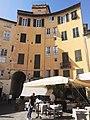 Lucca, Piazza dell'Anfiteatro (7).jpg