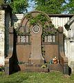 Luisenfriedhof III - Grab Götze.jpg