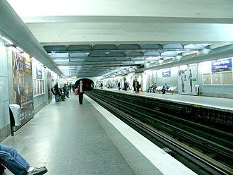 Paris Métro Line 1 - Image: M1 Champs élysées