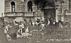 Torreón massacre - Mexican forces outside the Casino de la Laguna