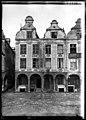 Maison - Façades des maisons de la Grande Place - Arras - Médiathèque de l'architecture et du patrimoine - APDU001343.jpg