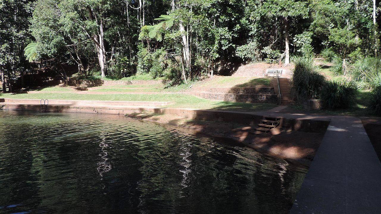 File malanda falls swimming pool wikipedia for Obi swimmingpool 2016