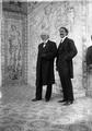 Manuel de Arriaga com o seu filho Roque de Arriaga, no palácio de Belém, 1911.png