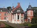 Marchienne-au-Pont - Château Bilquin-de Cartier - 05 - aile nord et pigeonnier.jpg