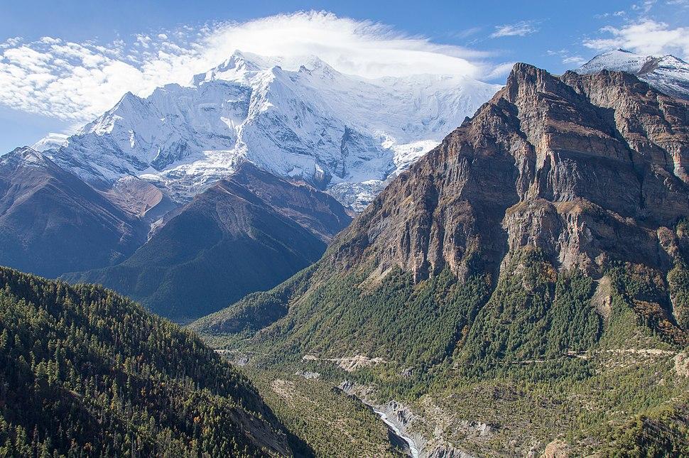 Marsyangdi valley with Annapurna II - Annapurna Circuit, Nepal - panoramio