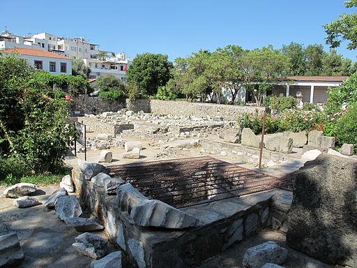 Mausoleo di alicarnasso, piano con rovine 08