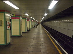Mile End tube stn eastbound Central look west 2012.JPG