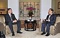 Ministru prezidents Valdis Dombrovskis tiekas ar Honkongas īpašā administratīvā reģiona vadītāju (5828352944).jpg