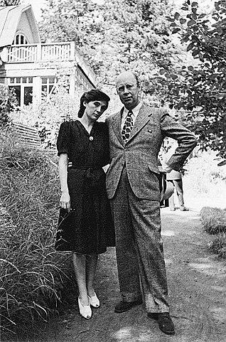 С.С.Прокофьев и М.А.Мендельсон. Николина Гора, 1946
