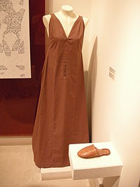 Museum of Mystras, dress of the mummy of mystra, riconstruction.JPG
