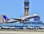 N572UA United Airlines Boeing 757-222 - 5472 (cn 26682-508) (7793267382).jpg