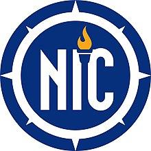 El logotipo de NIC incorpora la letra de NIC rodeada por una brújula que representa la guía de la organización y una antorcha griega que representa su educación.