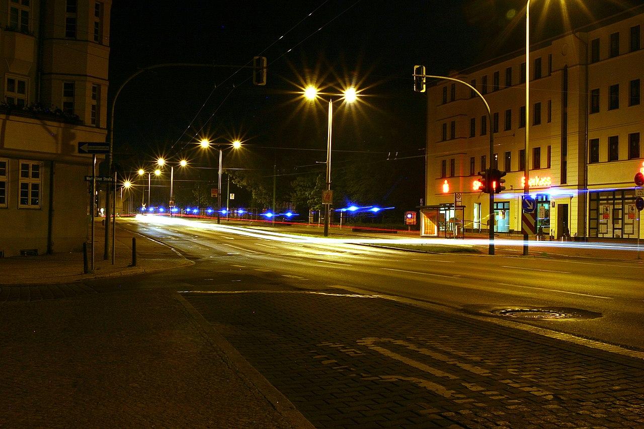 Langzeitbelichtung bei Nacht.