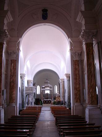 Canosa di Puglia - Nave of the basilica of San Sabino.
