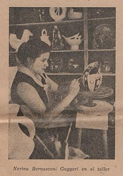 Nerina Bernasconi Guggeri en su taller de cerámica.jpg