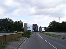 New Elbe Bridge seen from the Veddeler Marktplatz.jpg