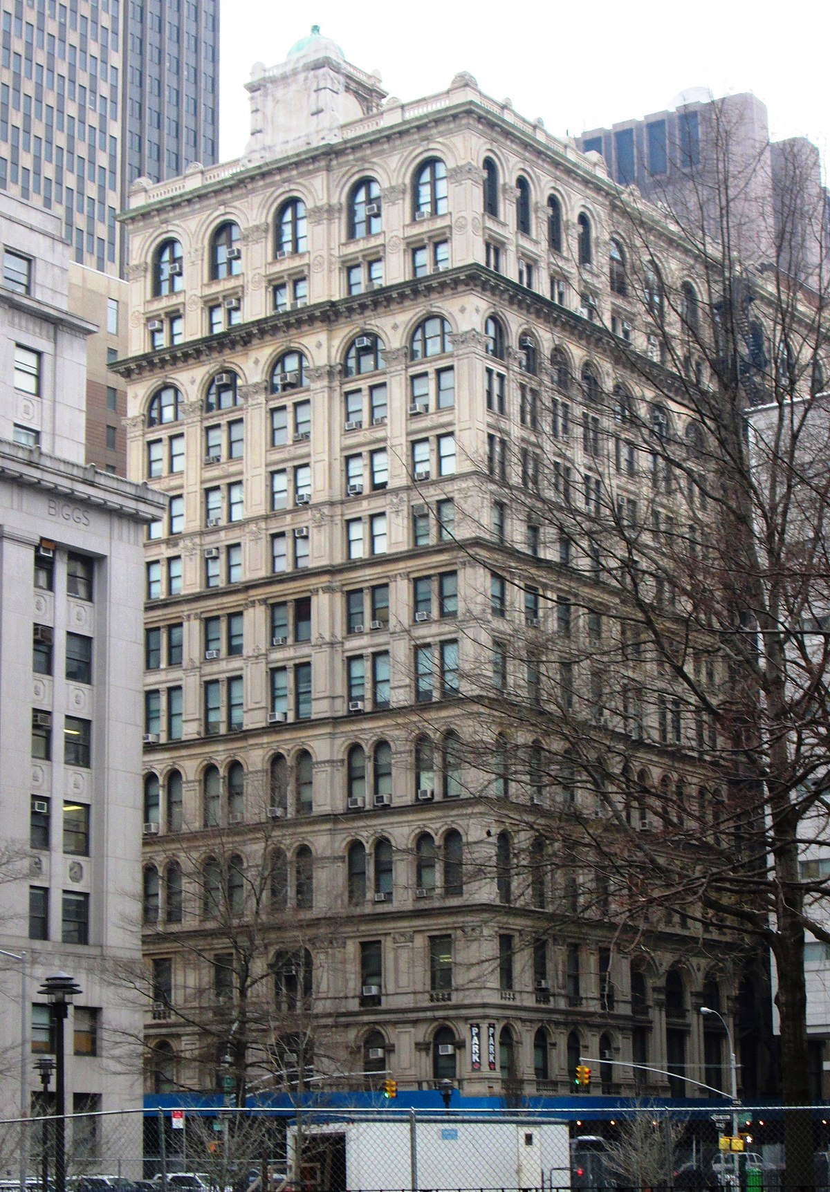 File:New York Life Insurance Company Building from east ...