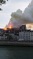 Notre-Dame de Paris, Incendie 15 avril 2019 19h22.40.jpg