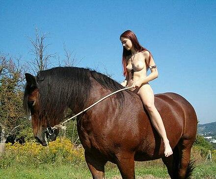 Nackt reiten pferd