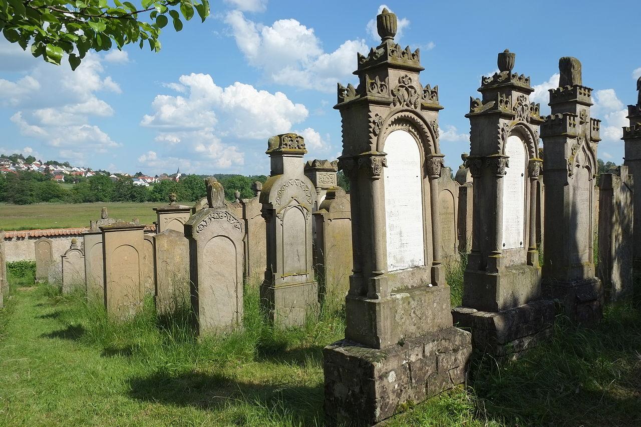 Oettingen (Bayern) Jüdischer Friedhof 3093.JPG
