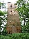 foto van Ruïne van de middeleeuwse kerktoren buiten de dorpskom