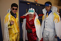 Cosplay du premier trio d'amiraux à l'Otakuthon 2014. Sakazuki est au centre.