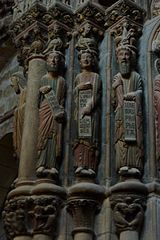 http://upload.wikimedia.org/wikipedia/commons/thumb/a/aa/Ourense_Catedral_P%C3%B3rtico324.JPG/160px-Ourense_Catedral_P%C3%B3rtico324.JPG