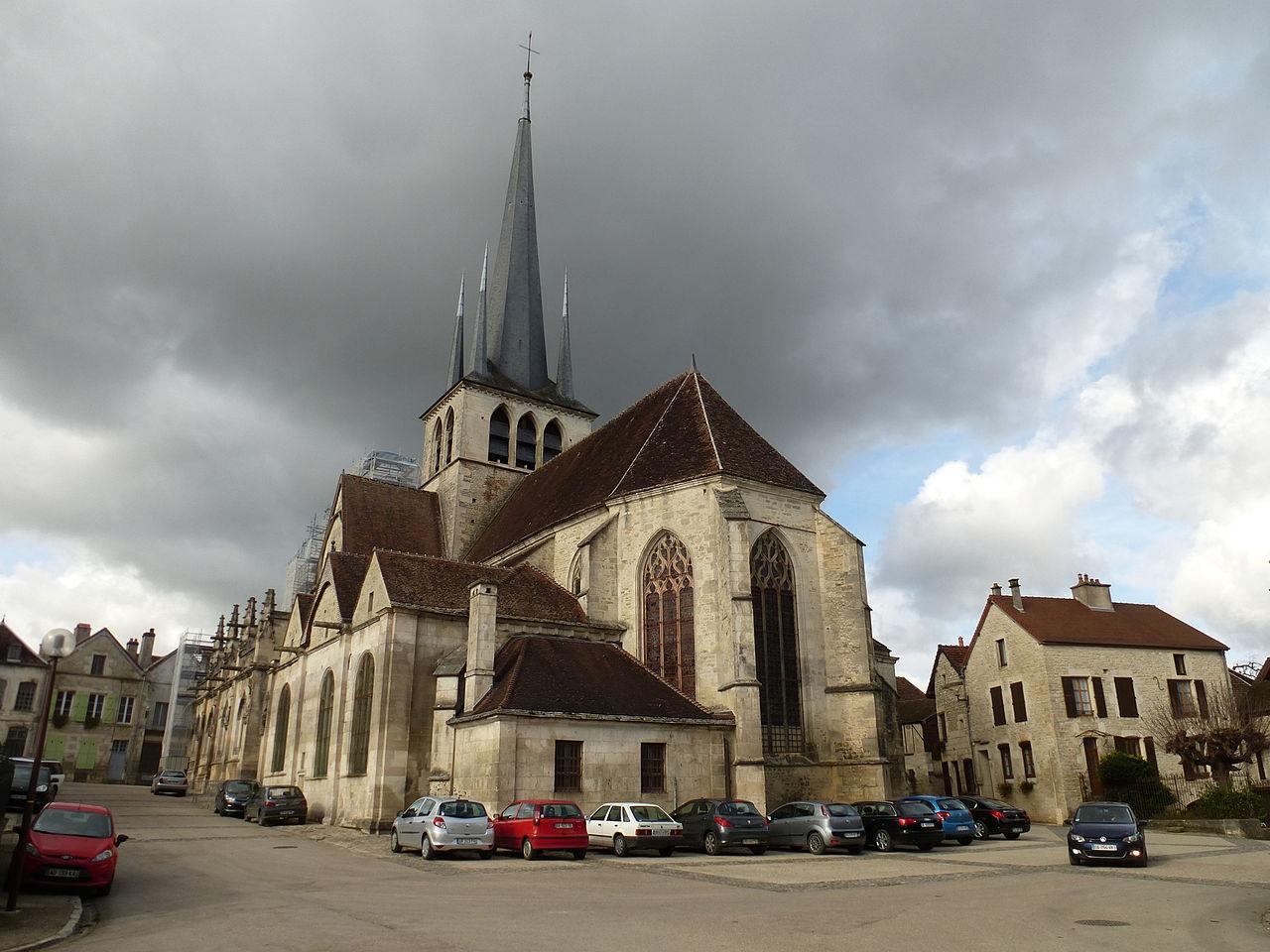 P1010114 Les Riceys Saint Pierre es Liens.JPG