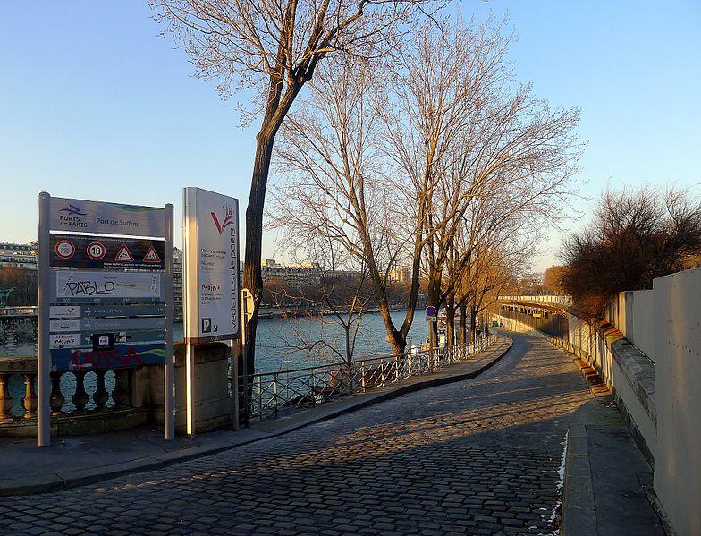 Fichier:P1080375 Paris XV Port de Suffren rwk.JPG