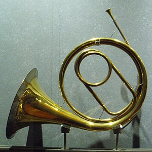 Horn (instrument) - A natural horn, with central crook: a cor solo, Raoux, Paris, 1797