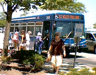 Niles, Illinois - Niles Free Bus at Golf Mill