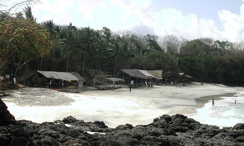 Berkas:Padangbai White Sand Beach 1.jpg