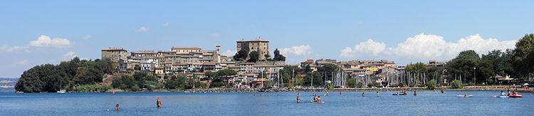 Panorama di Capodimonte che si affaccia sul lago di Bolsena